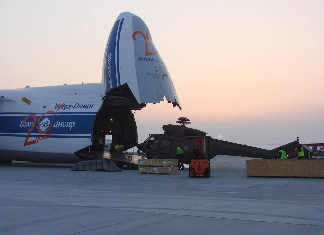Tak wyglądała ostatnia dostawa czterech śmigłowców Sokół dla Sił Powietrznych Filipin z lotniska w Rzeszowie.