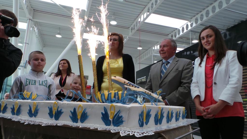 50 000 pasażer linii Ryanair - Pani Agnieszka po raz pierwszy lecąca dzisiaj samolotem