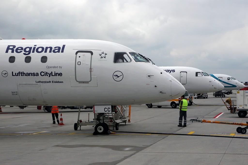 Embraer_190-100LR_Lufthansa_Regional_(CityLine)_D-AECC_(9299137536)