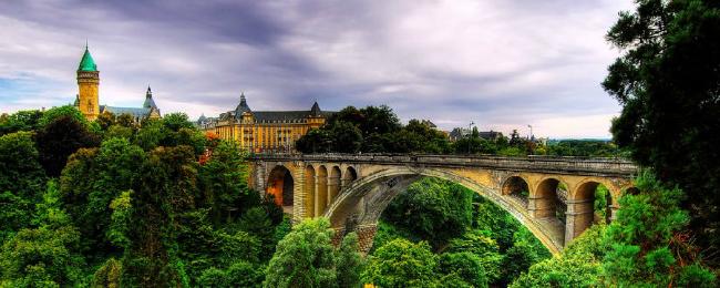 W czasie jednej podróży macie możliwość odwiedzić trzy kraje – Belgię, Wielkie Księstwo Luksemburga oraz Francję. Przepis na wyprawę podany przez portal fly4free.