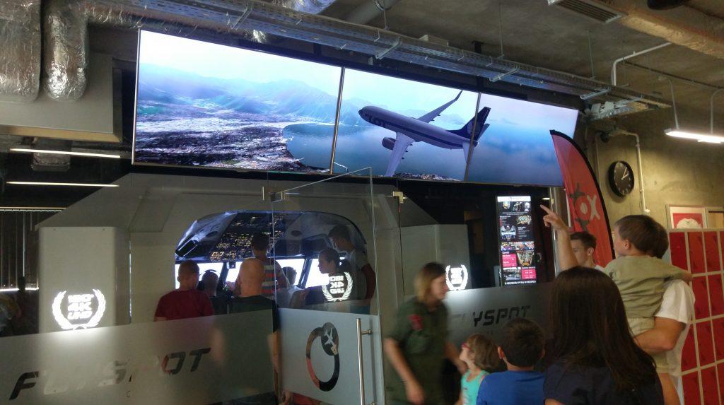 kabina symulatora pasażerskiego Boeinga 737-800